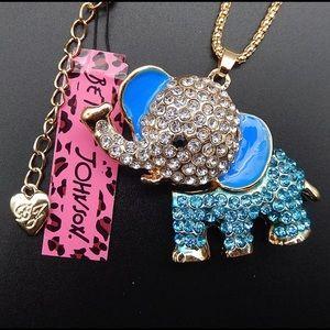Betsey Johnson elephant 🐘 necklace